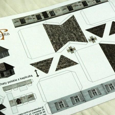 Papier do makiet - Bielone chaty z kapliczką